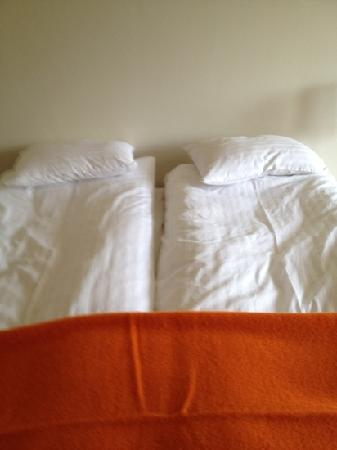 Guesthouse Stay Akranes : nice beds at Birta
