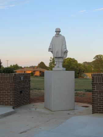 Mint Hill, Carolina do Norte: Statue of Korean Vet