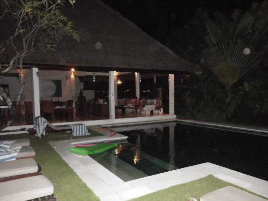 Andari Bali Villas: Villa by night