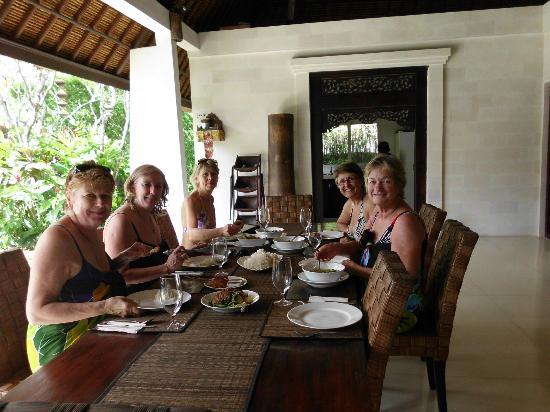 Andari Bali Villas: Breakfast with friends
