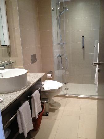 Residence Inn München City Ost: Oversized shower