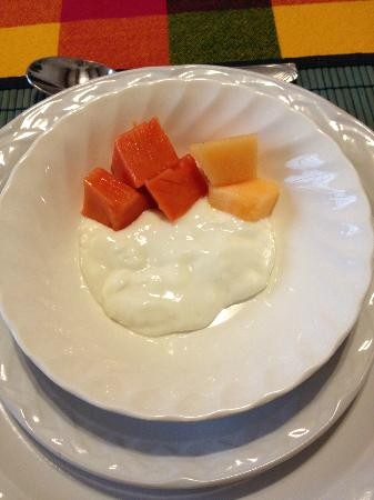 Condesa Haus: Yogurt and fruit