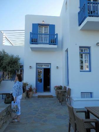 Vienoula's Garden: front entrance