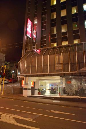 Trinity Hotel: Trinity by night