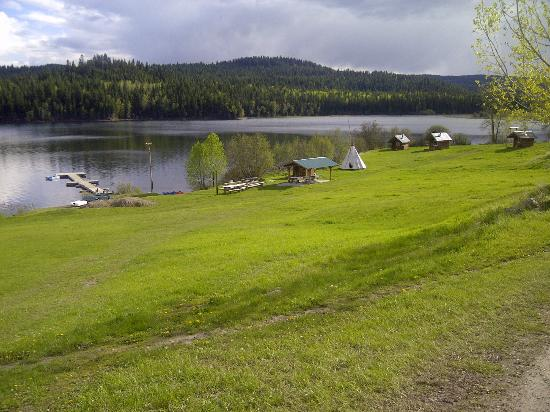 Spring Lake Ranch Bed & Breakfast: A view to lake front (practically from any cabin)