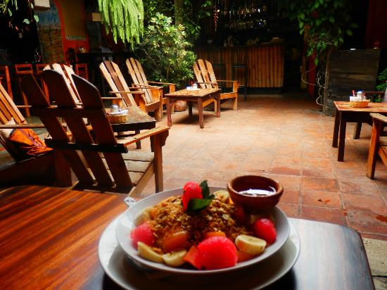 Rainbow Cafe: Enjoying an amazing breakfast in a beautiful cafe