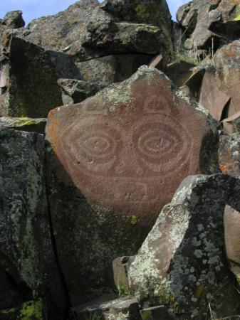 Columbia Hills State Park: She Who Watches petroglyph at Horsethief Park