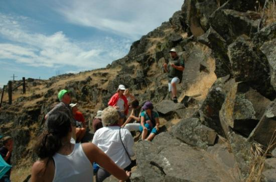 Columbia Hills State Park: Guided rock art tour at Horsethief Park