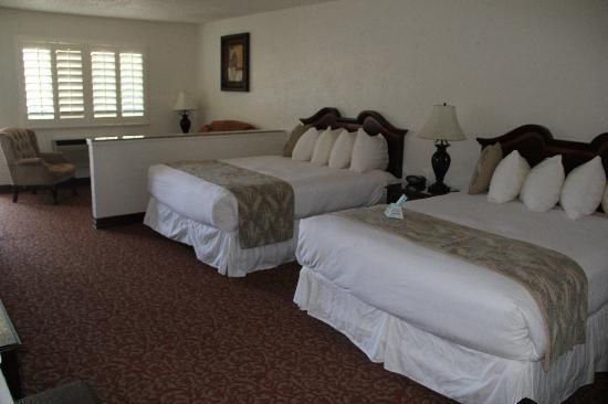 BEST WESTERN Trailside Inn: Deluxe Two Queen Bed