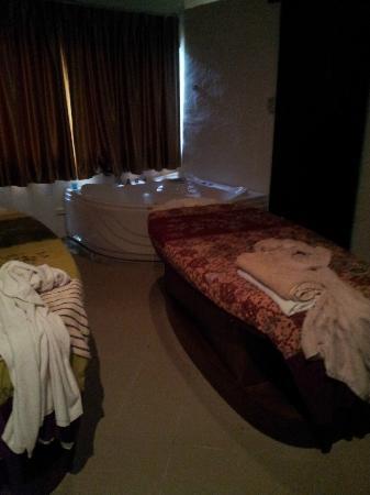hiranyikara spa: Massage Bed