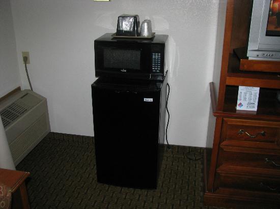 أمريكاز بست فاليو إن: Microwave and frig