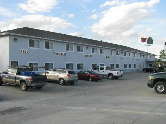 Americas Best Value Inn & Suites Cheyenne: Outside of Motel