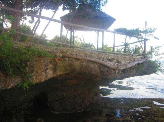 La Pernela Beachfront Resort: A few steps away from Pernela!