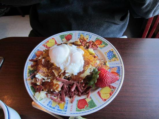 Dierks Parkside Cafe: Dierk's Corn-beef Hash