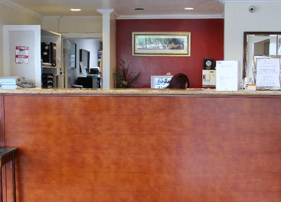 Caravelle Inn & Suites : Check In Lobby