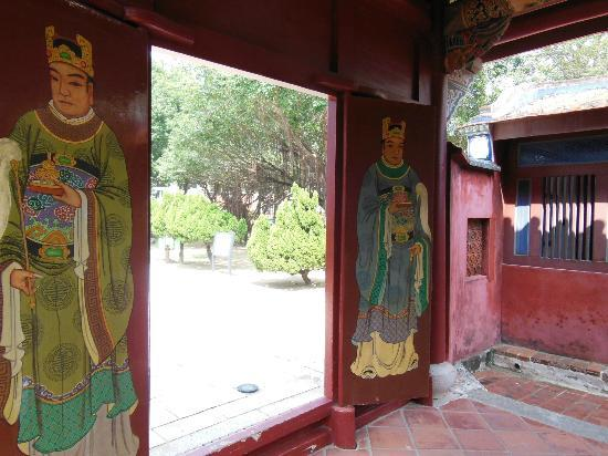 Wufei Temple: 5人の墓と一体となった廟