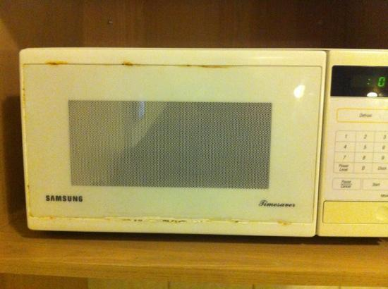 Airport Motel: microwave1