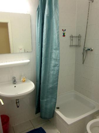 Acama Schoneberg Hotel+Hostel: Shower