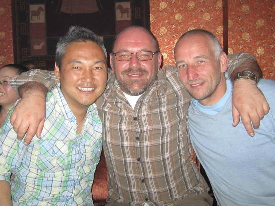 Suo Ya La Zang Restaurant : Soni, Bernhard und Robert at the Lamating
