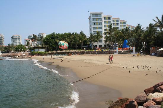 Mayan Palace Puerto Vallarta: the beach, great sand and warm waters.