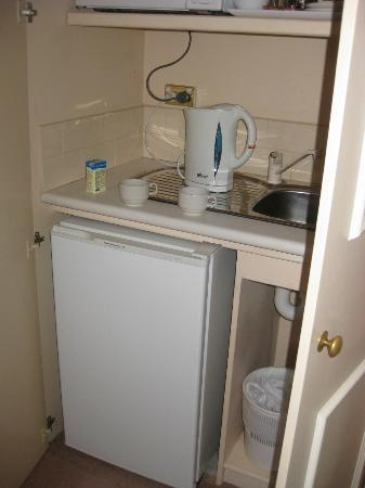 Victoria House Motor Inn: Kitchenette
