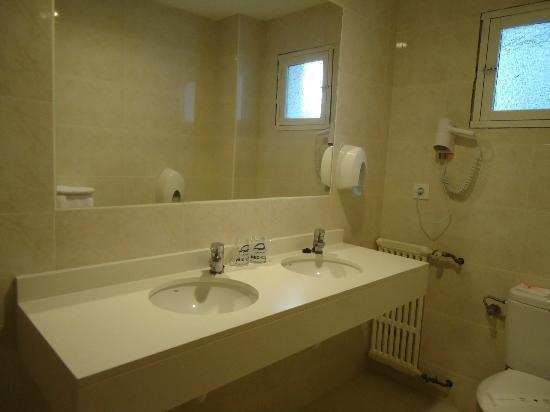 Hotel Colon Palma: Sencillo, limpio... y muy correcto baño (Hotel Colón 1*)
