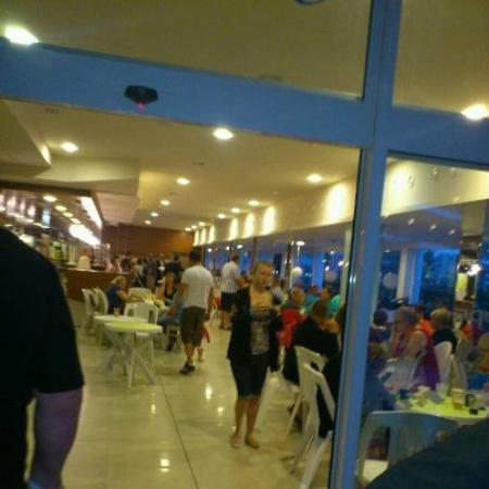 Aqua Nevis Clubhotel: lack of seating and long queues at only bar for alcoholic, soft and hot drinks