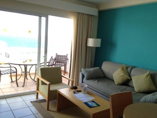 Santa Barbara Golf & Ocean Club: living are with sea view, room 853