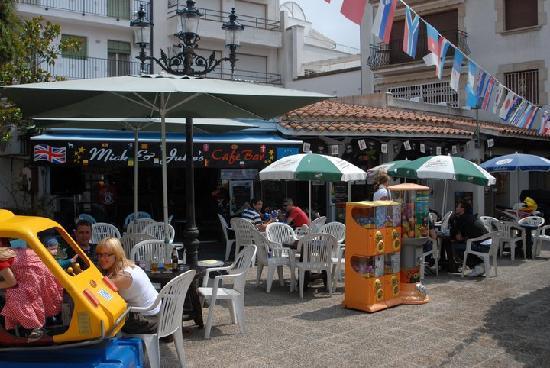 Mick & Julie's Cafe Bar