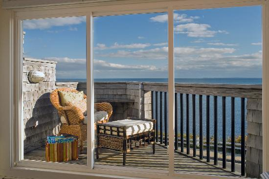 Inn on the Sound: oceanfront balcony