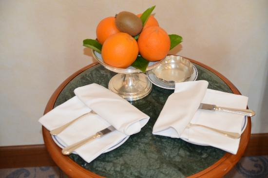 "Aldrovandi Villa Borghese: The ""exclusive"" member's 4 oranges gift"