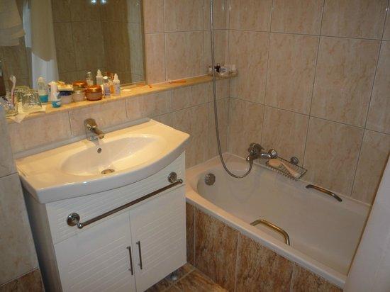 Mediterranee Hotel: Bathroom