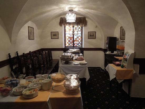 Hotel U Tri Pstrosu (At the Three Ostriches): sala colazione a buffet