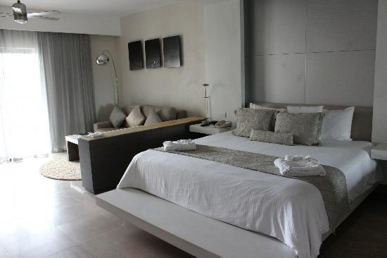 Secrets Silversands Riviera Cancun: our very comfy bed