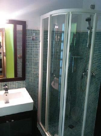 RocaMar Hotel : good bathroom but small