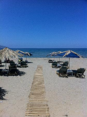 Sandy Beach Hotel: Beach