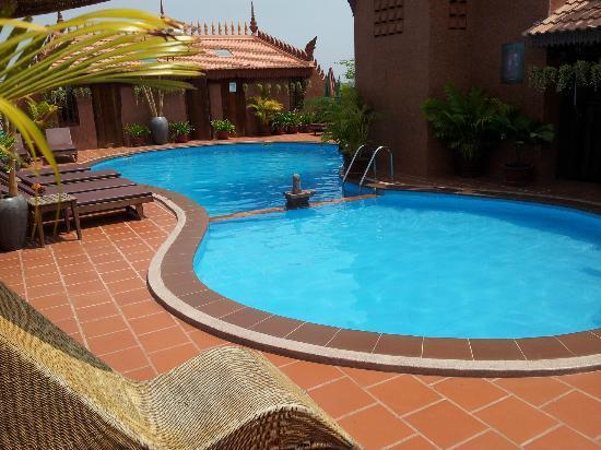 Okay 1 Villa: pool area