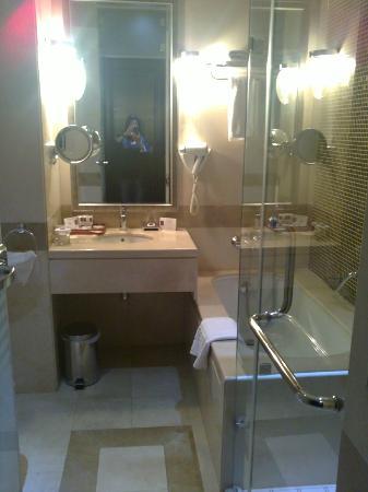Century Hotel : bathroom