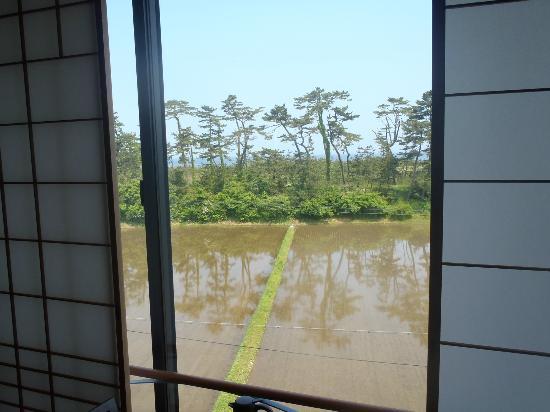 Umashiyado Totoya: 田んぼの向こうに 海