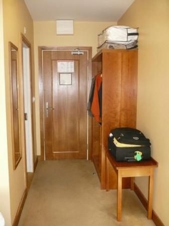 Kilkenny Inn Hotel: l'ingresso con tantissimo spazio per i bagagli