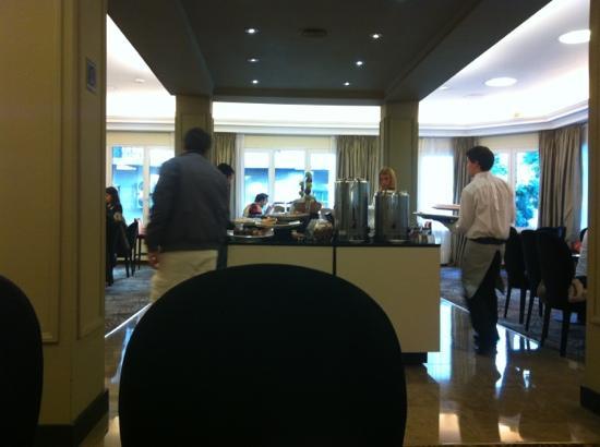 NH Buenos Aires Crillon: salón del desayuno