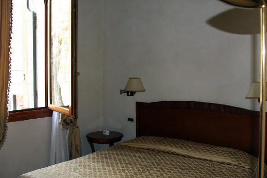 Locanda del Ghetto: La stanza con finestra sulla piazza