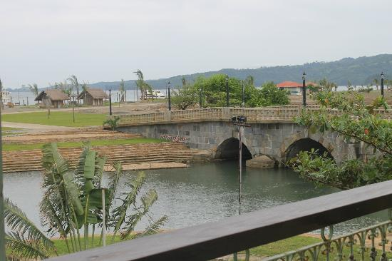 Las Casas Filipinas de Acuzar: antique bridge