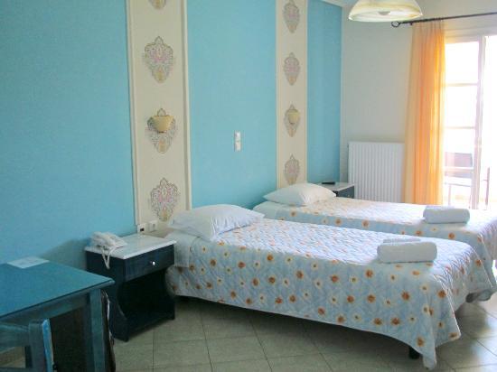 Liana Hotel: Room - spacious, clean, simple