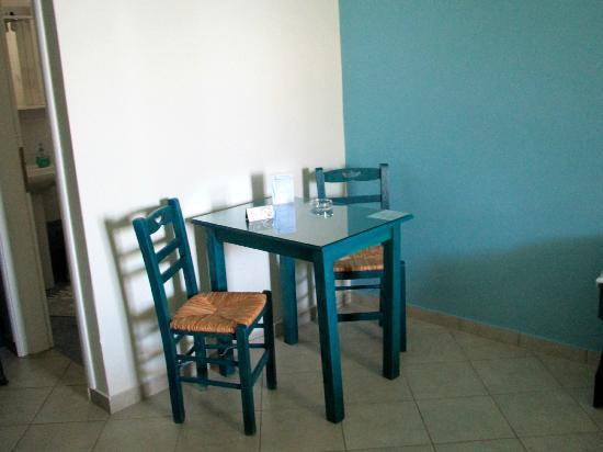 Liana Hotel: Breakfast table - spacious room!