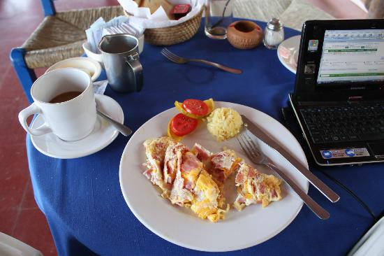 Hotel Los Flamingos: breakfast on veranda