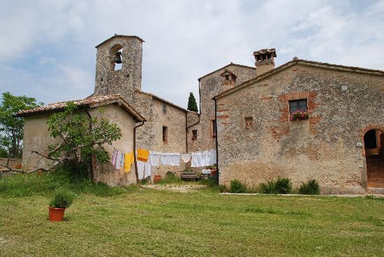 B&B La Canonica di San Michele: La fungaia vista dal parco