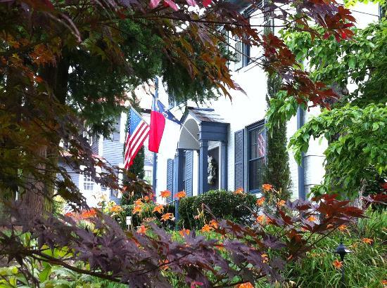Fuquay Mineral Spring Inn and Garden : The Inn's front door framed from the garden.