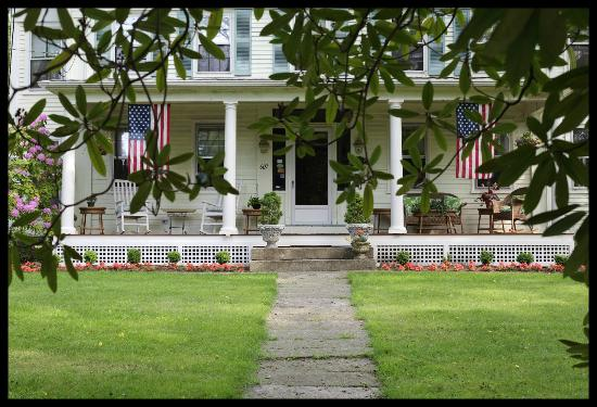 Sugar Loaf Hill B&B: Front porch