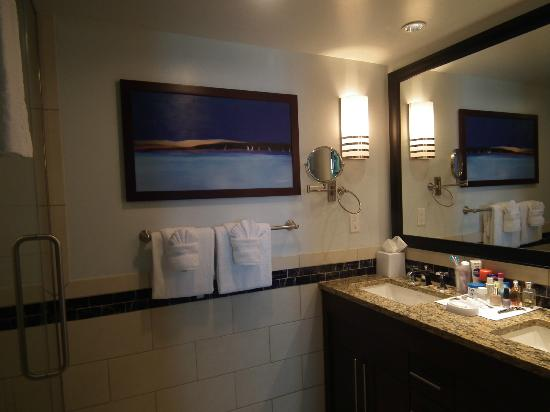 Marriott's Crystal Shores: Master bathroom